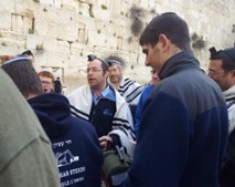 Rav_Bazak_at_the_kotel_-web_home